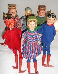 ESTATE  SALE /   ANTIQUE  CARVED  WOOD PUPPETS  SET Punch  &  Judy