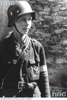 "Member of Platoon ""Rafałków"" from the Powiśle region. Warsaw Ghetto Uprising, Poland Ww2, Jewish Ghetto, Red Army, Photojournalism, Armed Forces, World War Two, Wwii, Military"
