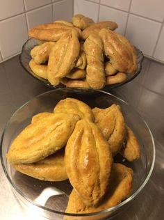 Κουλουράκια σμυρνέικα !!! ~ ΜΑΓΕΙΡΙΚΗ ΚΑΙ ΣΥΝΤΑΓΕΣ 2 Greek Recipes, French Toast, Bread, Cookies, Breakfast, Pastries, Food, Crack Crackers, Morning Coffee