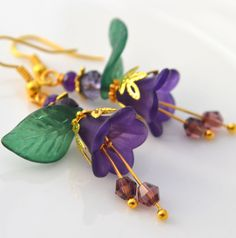 Pretty Gold Tone Purple Lucite Flower Floral Emerald Green Leaf Dangle Earrings #DropDangle