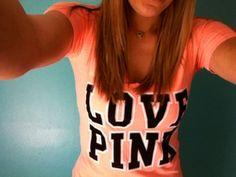 LOVE this shirt & her hair
