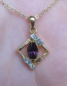 Vintage purple & clear paste stones pendant necklace costume jewellery crystal gold tone (4739)