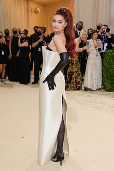 """This year's #MetGala theme is """"In America: A Lexicon of Fashion,"""" a true celebration of American fashion. Tap to see every single #celebrity #redcarpet look. Gigi Hadid, Bella Hadid, Jennifer Hudson, Anna Wintour, Atelier Versace, Irina Shayk, Karlie Kloss, Thom Browne, Debbie Harry"""