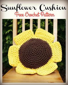 This hoopla sunflower cushion free crochet pattern is a very cute way to make your own cushion. Make your own with this free pattern now! Bag Crochet, Crochet Cap, Crochet Quilt, Crochet Pillow, Crochet Gifts, Crochet Stitches, Free Crochet, Crochet Sunflower, Crochet Leaves