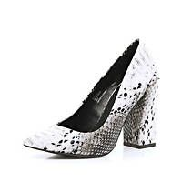 Black and white snake angular pumps
