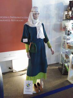 Mujer civil del Pre-Románico asturiano. Años 711-910.  Credit: La Guardia Recreación Histórica @laguardiarecreacionista
