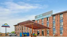 Days Inn Denton Denton Just 7 minutes' drive from University of North Texas, this Denton, Texas hotel offers contemporary amenities and comfortable accommodations just minutes from historic downtown and its attractions, dining and more.