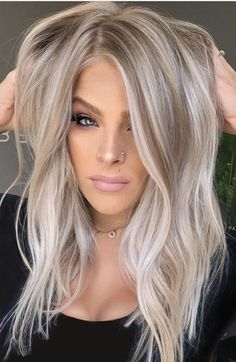Blonde Hair Looks, Brown Blonde Hair, Blonde Honey, Blonde Hair No Roots, Light Blonde Hair, Golden Blonde, Blonde With Low Lights, Low Lights And Highlights, Blonde Hair For Fall