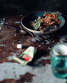 2,573 отметок «Нравится», 45 комментариев — Tata Chervonnaya (@tata_cher) в Instagram: «...почти классика...паста с томатным соусом, запеченными баклажанами, базиликом и орехами❤️один из…»