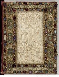 Evangelia quattuor [Evangiles dits de Metz] (2r-241r). — Capitulare evangeliorum (242r-263v), 9ème siècle