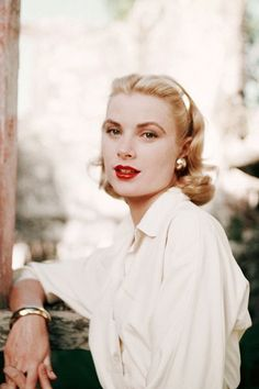Grace Kelly.       http://sulia.com/channel/fashion/f/0dbb38b6-00ba-4b4f-ae62-d2c7d9c58b95/?source=pin&action=share&btn=small&form_factor=desktop&sharer_id=125430493&is_sharer_author=true&pinner=125430493