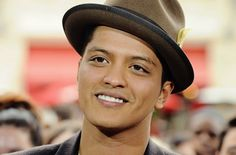 Famous Musicians | Top 10 Best Popular Male Singers - 2012 | BRUNO MARS