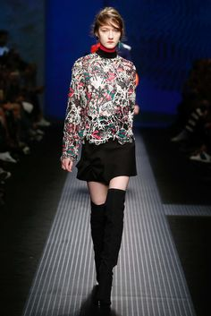Explore the looks, models, and beauty from the MSGM Autumn/Winter 2015 Ready-To-Wear show in Lake Como on 1 March 2015 Runway Fashion, Fashion Show, Fashion Design, Milan Fashion, Trend Council, Fashion Week 2015, Msgm, Colorful Fashion, Fall 2015