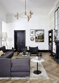 Geometric shapes meet metallic accents and sleek textures in a look that is all about luxury. Think Art-Deco cool, but with fewer mirrors. Gray Interior, Room Interior, Interior Design, Classic Home Decor, Classic House, Living Room Grey, Home And Living, Tiny Living, Living Spaces