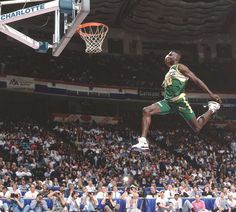 Shawn Kemp at the 1991 Slam Dunk Contest. (John Biever/SI) By Andy Gray On Monday, Shawn Kemp celebrated his birthday. Basketball Pictures, Love And Basketball, Sports Basketball, Sports Pictures, Basketball Players, Basketball Jones, Best Nba Players, Sports Images, Nba Stars