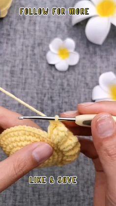 Crochet Bag Tutorials, Crochet Stitches For Beginners, Crochet Flower Tutorial, Crochet Diy, Crochet Instructions, Crochet Videos, Crochet Basics, Crochet Crafts, Crochet Motif