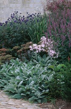 Garden Visit: A Green Palette at Christopher Bradley-Hole's Bury Court: Gardenista