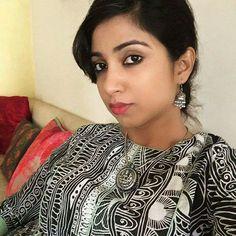 Shreya Ghoshal Summer ready! Soft mulmul kurta from my wardrobe with @amrapalijewels :) Stay light stay cool:) #selfiequeen