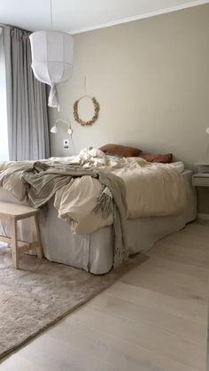 Simple Bedroom Decor, Cute Bedroom Ideas, Bedroom Bed Design, Home Bedroom, White Wall Bedroom, Home Entrance Decor, Aesthetic Room Decor, Home Decor Kitchen, New Room