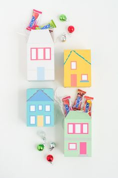 DIY Gift Wrapping Ideas Fill these easy print and fold gift boxes with a sweet treat. They're adorable, and perfect for party favors, or simple gifts. The printable is free! Diy Gift Box, Gift Boxes, Printable Crafts, Free Printables, Wrapping Gift, Wrapping Ideas, Mishloach Manos, Jw Gifts, House Gifts