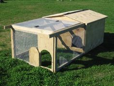 MOVABLE CHICKEN COOP