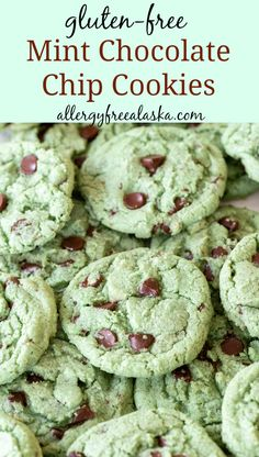 gluten free cookies Soft on the inside and full of mint flavor, these Gluten-Free Mint Chocolate Chip Cookies are completely decadent and irresistible. Cookies Sans Gluten, Gluten Free Christmas Cookies, Dessert Sans Gluten, Gluten Free Cookie Recipes, Gluten Free Sweets, Gluten Free Christmas Recipes, Gluten Free Chips, Allergy Free Recipes, Menta Chocolate