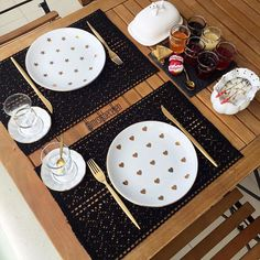 Dinner For Two Romantic Decoration Small Dinner Table, Dinner For Two, Food Table Decorations, Decoration Table, Dessert Table, A Table, American Kitchen Design, Wooden Platters, Romantic Bedroom Decor