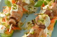 Zucchini-Schiffchen mit Pute