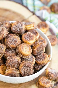 Ritz Bits Churros Recipe peanut butter snack crackers make a convenient base for an easy churros recipe. These snack poppers are very addictive! Ritz Crackers, Peanut Butter Crackers, Crackers Appetizers, Peanut Butter Snacks, Snack Mix Recipes, Recipes Appetizers And Snacks, Mexican Food Recipes, Dessert Recipes, Appetizer Ideas