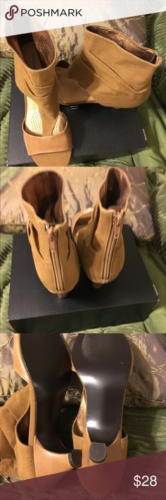 "Brand New Comfortview Sz9.5Ww Tan boot like sandal Brand New never worn stylish boot like sandal with wider width and 2"" heel for comfort. Small mark on one heel from boxed with other shoes. Man made.This is a very cute sandal. Comfortview Shoes Sandals"