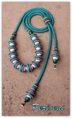 Perl eni (I like the beaded belt around the white beads) Bead Embroidery Jewelry, Beaded Embroidery, Beaded Jewelry, Seed Bead Necklace, Beaded Necklace, Beaded Bracelets, Seed Bead Crafts, Headpiece Jewelry, Jewellery