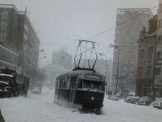 Tuhá zima v Bratislave Bratislava, Old City, Public Transport, Time Travel, Old Photos, Techno, Transportation, Ulice, Outdoor