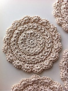 Star stitch in the round crochet Diy Tricot Crochet, Crochet Star Stitch, Crochet Stars, Crochet Potholders, Crochet Motifs, Crochet Stitches Patterns, Crochet Round, Love Crochet, Crochet Crafts