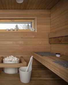 Vaaleat kiuaskivet ovat modernin saunan keskipiste Saunas, Interior Decorating, Bathroom, Opera, Soap, House, Decoration, Home Decor, Homemade Sauna
