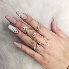 """Receive great tips on """"acrylic nail art designs ring finger"""". They are actually accessible for you on our internet site. Nude Nails, Coffin Nails, Neutral Nails, Gorgeous Nails, Pretty Nails, Hair And Nails, My Nails, Emoji Nails, Fall Nails"""
