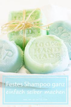 Festes Shampoo selber machen – So einfach geht's! – WE GO WILD Have you ever tried making solid shampoo yourself? We have instructions for you on how to make your shampoo bar yourself. Diy Shampoo, Solid Shampoo, Natural Shampoo, Shampoo Bar, Shampooing Diy, Natural Make Up, Diy Beauty, Gourmet Recipes, Simple