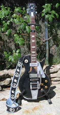 Neil Young has owned this 1953 Gibson Les Paul since obtaining it from musician Jim Messina back in 1969. Old Black, which got its name due to the fact that it began life as a goldtop but was later painted black, has been a headache for Young's guitar tech, Larry Cragg. The old Gibson frequently goes out of tune & Young refuses to re-fret the fingerboard, but when the stars align, Old Black still produces one of the most distinct sounds in the music industry.
