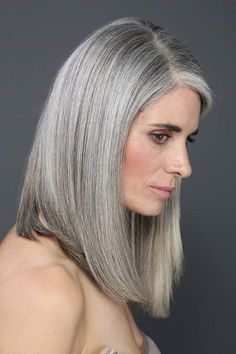 Juliana 2 - Best Hairstyles & Haircuts for Men and Women in 2019 Grey Blonde Hair, Long Gray Hair, Grey Hair Journey, Silver Haired Beauties, Silver White Hair, Amber Hair, Grey Hair Inspiration, Mid Length Hair, Ageless Beauty