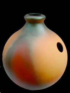 Google Image Result for http://www.terreson.com/percussions-manuelle-udu-clavier-jardin-instrument-musique-argile-aout2011/percussion-ceramique-udu-drum-ats/udu-instrument-musique-argile.jpg