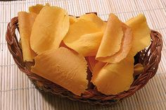 Un dolce antico, nato per errore nel convento di Lamporecchio - I brigidini sono dei dolci tipici di Lamporecchio, comune in provincia di Pistoia. Sono delle cialde color giallo-arancio dalla superficie curva, molto friabili