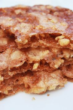 Bernard's Cuisine: Crunchy Caramel and Hazelnuts Desserts With Biscuits, Mini Desserts, Delicious Desserts, Yummy Food, Jam Recipes, Sweet Recipes, Cooking Recipes, New Dessert Recipe, Dessert Recipes