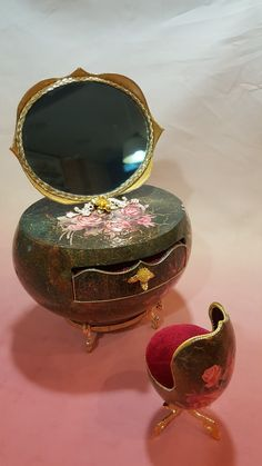 Make -up table .ostrich egg goose egg  Design by Kyung's egg art class Made by Sung eun Kim