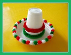An easy tutorial for a mini Mexican sombrero to do with the kids this Cinco de Mayo. Don't forget to share this craft idea on Facebook, Pinterest, or Twitter!