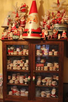 I so want to start a vintage Santa collection!