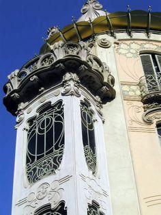 Window envy !                                                    Casa Fenoglio-La Fleur, Italy
