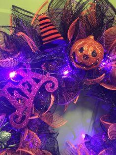 Halloween Door Wreaths, Dollar Tree Halloween, Halloween Deco Mesh, Halloween Ornaments, Halloween Projects, Halloween Crafts, Halloween Ideas, Halloween Music, Halloween Costumes