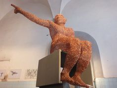 """""""Guarda la luna"""", scultura in rame di Giuseppe Guanci"""