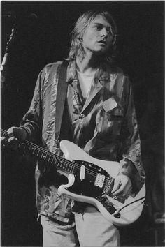 Kurt Cobain of Nirvana Anthony Kiedis, Dave Grohl, Rock Music, My Music, Moda Grunge, 90s Grunge, Jimi Hendricks, Kurt And Courtney, Donald Cobain