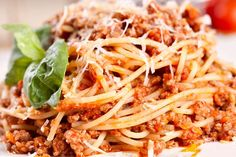 Slow Cooker Cheesy Spaghetti with Turkey Sausage - a great way to serve your family a healthy meal.  #spaghetti #turkeysausage #familymeals