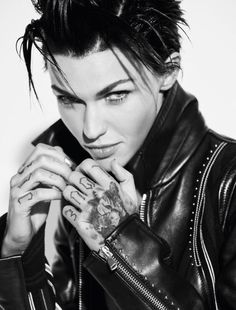 Ruby Rose for Cosmopolitan UK Ruby Rose Tattoo, Rose Tattoos, Ruby Rose Hair, Rubin Rose, Estilo Tomboy, Female Of The Species, Orange Is The New Black, Portrait Inspiration, Celebs